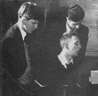 Hunter (left) with Phil Seamen and Jimmy Skidmore (1954)